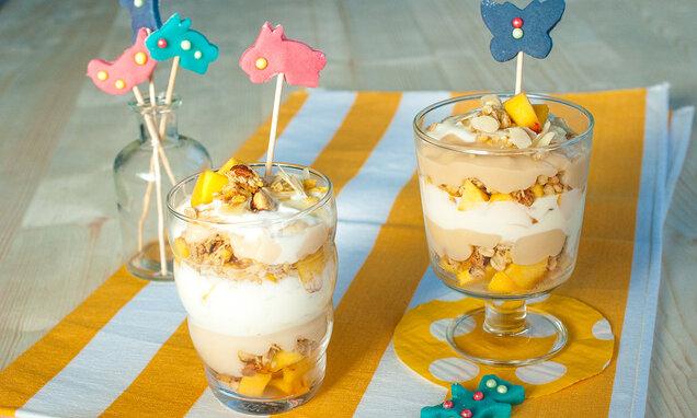 Bezlaktózové mandlové trifle s broskvemi